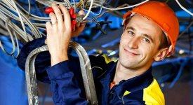 Как выбрать электрика для замены проводки?
